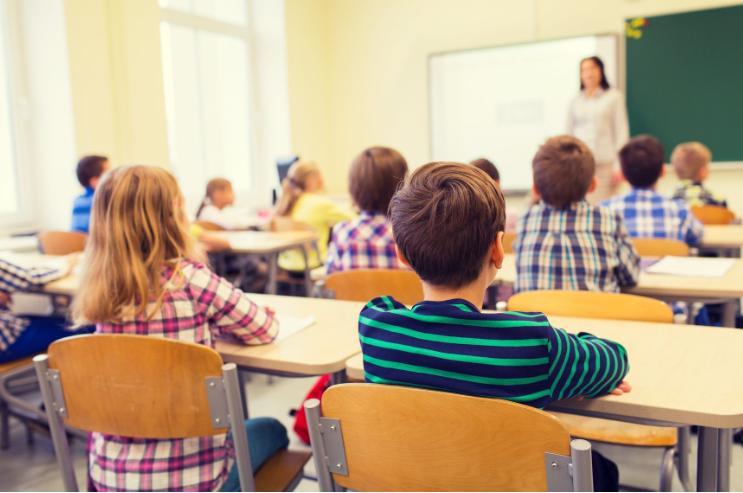 Kur fëmijët nuk duan të shkojnë në shkollë dhe çfarë mund të bëjmë në këtë  rast! – Familja dhe Shëndeti